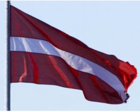 Latvijas valsts karogs    75x150cm 180g/m2 kātam
