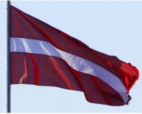 Latvijas valsts karogs  100x200cm 100g/m2 kātam